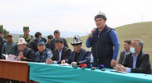 Камчыбек Ташиев Ынтымак айылынын тургундары менен жолукту
